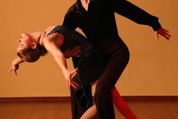 Et par som danser sammen
